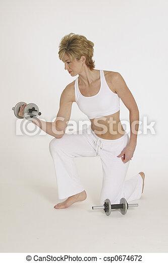 Mujer trabajando con idiotas - csp0674672