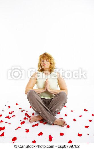 Mujer haciendo ejercicio - csp0769782