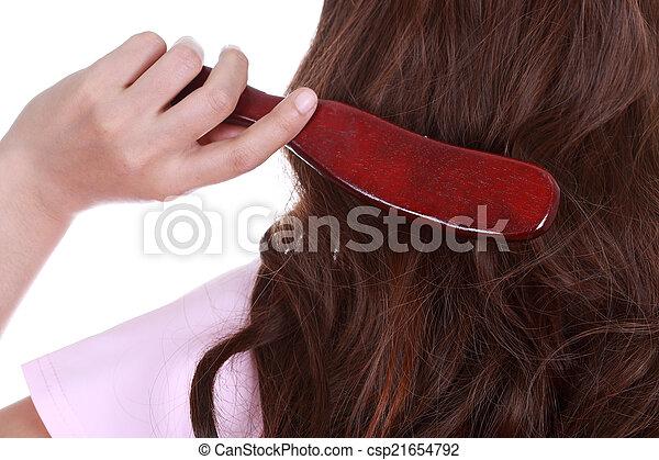 Una mujer peinándose el pelo - csp21654792
