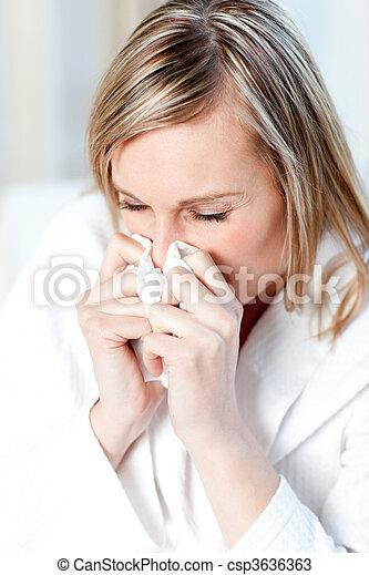 Mujer enferma soplando - csp3636363