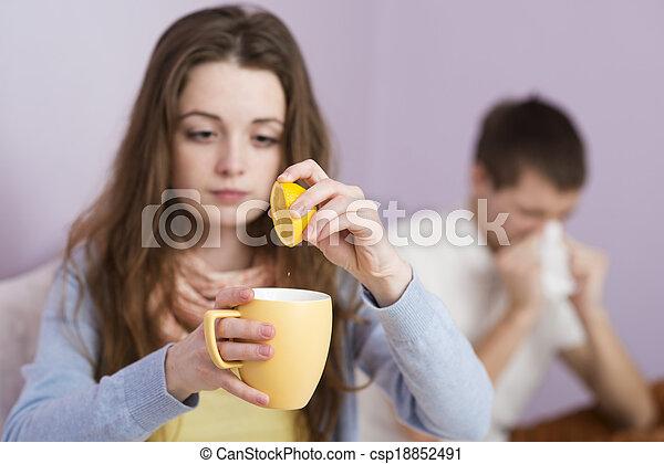 Mujer enferma - csp18852491