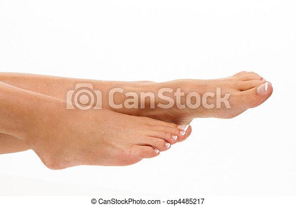 Las piernas de una mujer en un fondo blanco. Basta - csp4485217