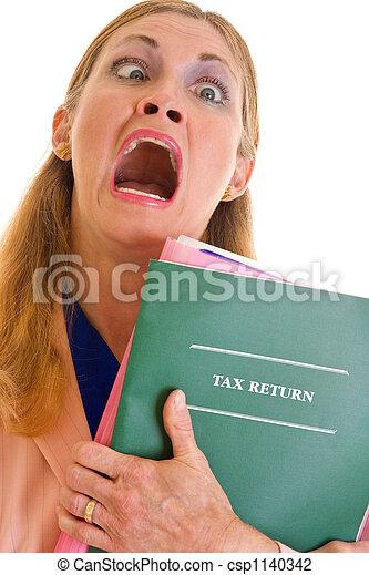 Mujer de negocios frustrada haciendo impuestos - csp1140342