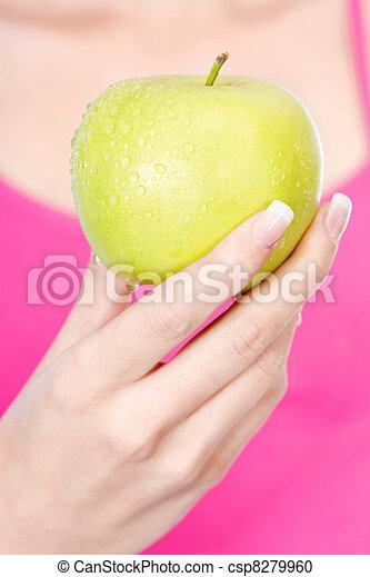 Fruta en la mano de la mujer - csp8279960