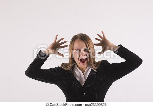 La mujer de negocios grita - csp23399825