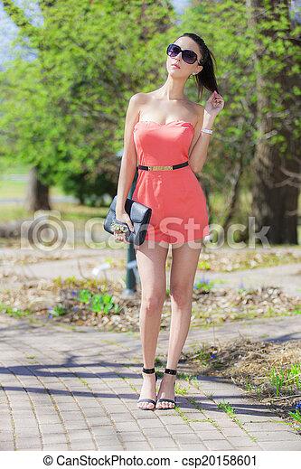 Hermosa mujer - csp20158601