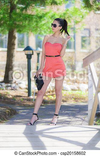 Hermosa mujer - csp20158602