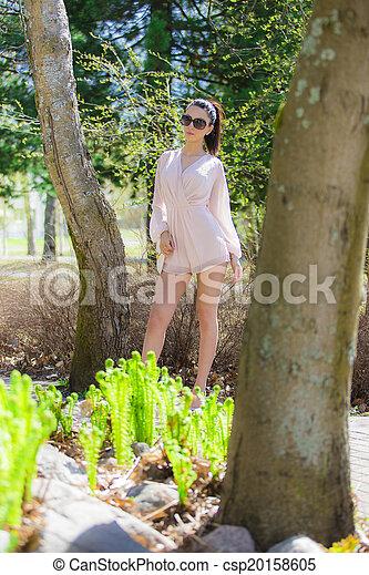 Hermosa mujer - csp20158605