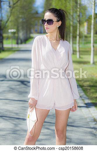 Hermosa mujer - csp20158608