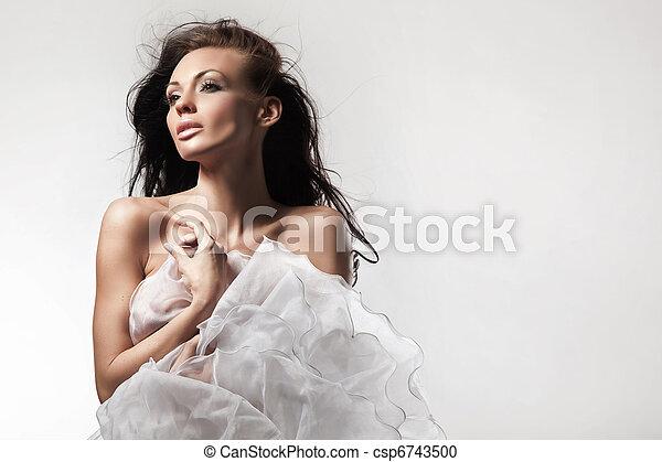 Hermosa mujer - csp6743500