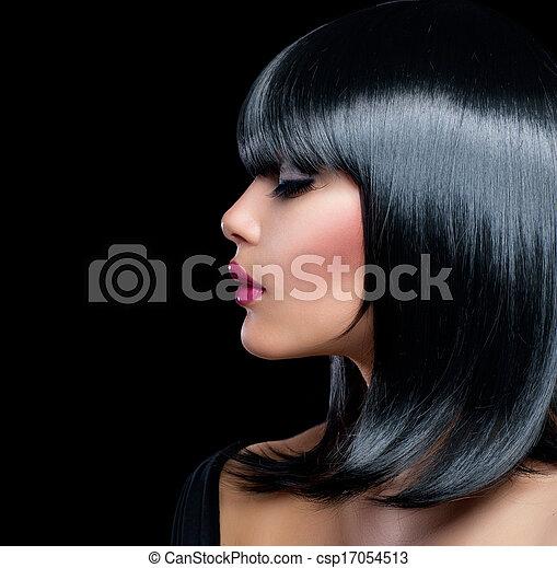 Hermosa chica morena. Una mujer hermosa con el pelo corto y negro - csp17054513