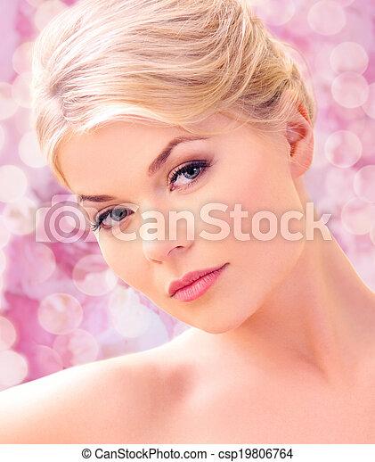 mujer hermosa - csp19806764