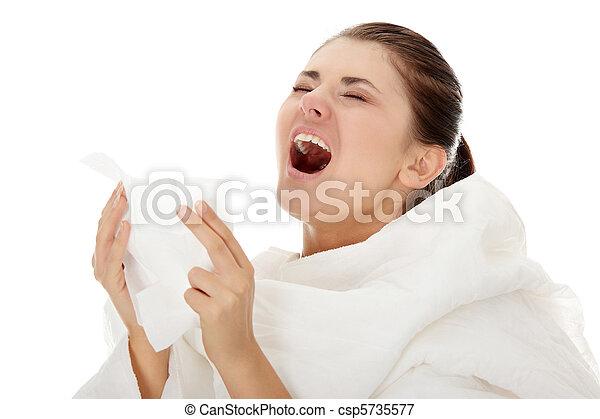Joven y hermosa mujer enferma estornudando - csp5735577