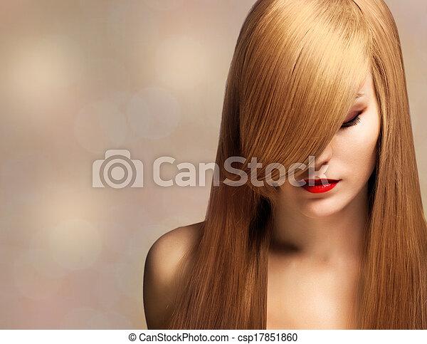 Retrato de una hermosa joven con cabello largo y elegante - csp17851860