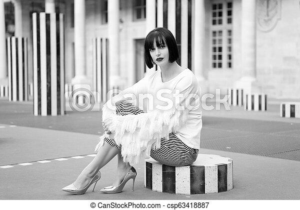 Hermosa joven en París en vacaciones en Francia - csp63418887