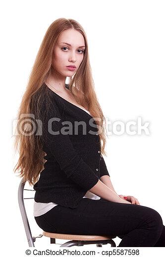 Retrato de bella mujer con cabello largo y rubio - csp5587598