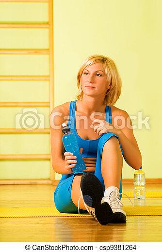 mujer hermosa, relajante, después, ejercicio salud - csp9381264