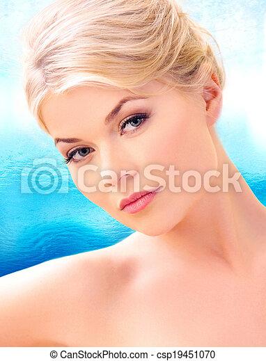 mujer hermosa - csp19451070