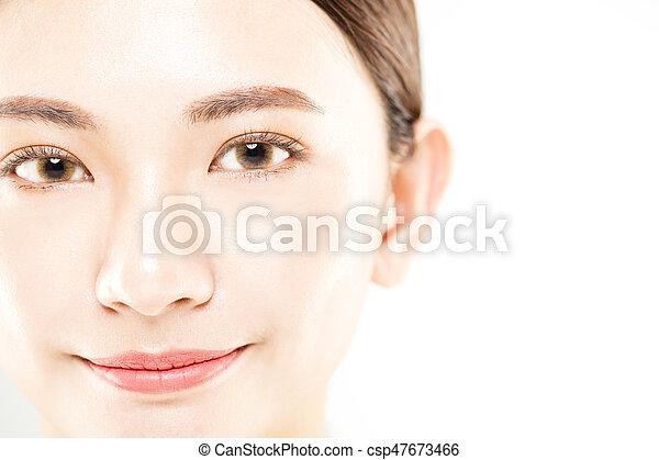 La cara de una joven de primer plano aislada en blanco - csp47673466