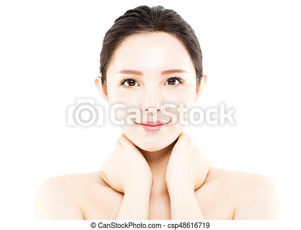 La cara de una joven de primer plano aislada en blanco - csp48616719
