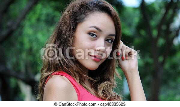 Una joven bonita - csp48335623