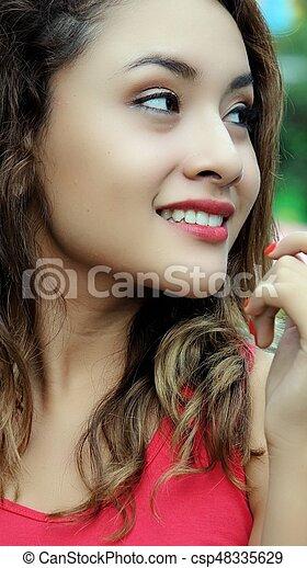 Una joven bonita - csp48335629