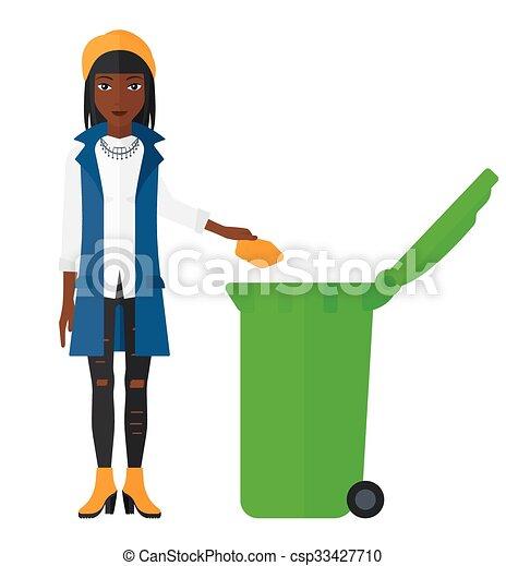 Mujer tirando basura. - csp33427710