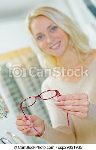 Una mujer con gafas - csp29031935