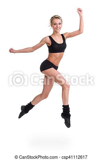 Aerobics fitness mujer saltando aislado en cuerpo completo. - csp41112617