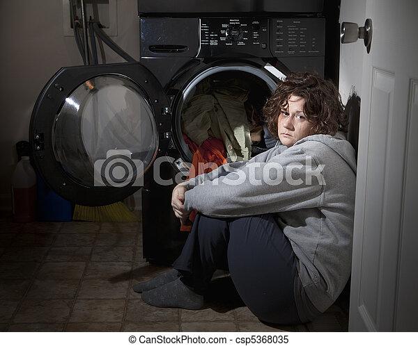 Mujer llorando - csp5368035