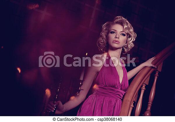 Mujer de lujo - csp38068140