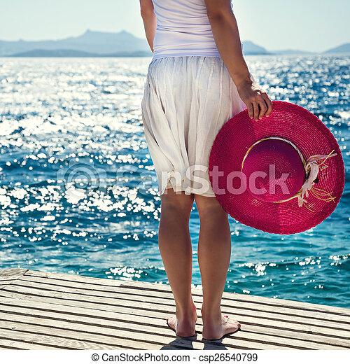 Mujer en el mar - csp26540799