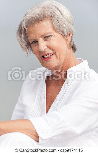 Mujer mayor - csp9174115