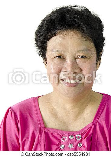 Mujer asiática mayor - csp5554981