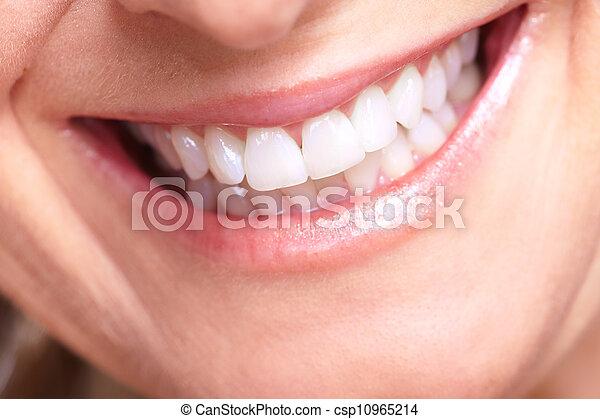 Feliz sonrisa de anciana. - csp10965214