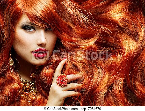 Cabello rojo largo y rizado. Retrato de mujer de moda - csp17054670
