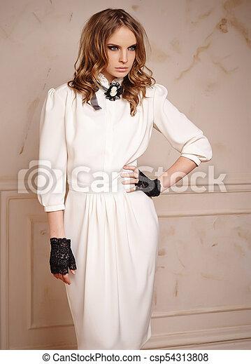 Vestidos blanco y negro modernos