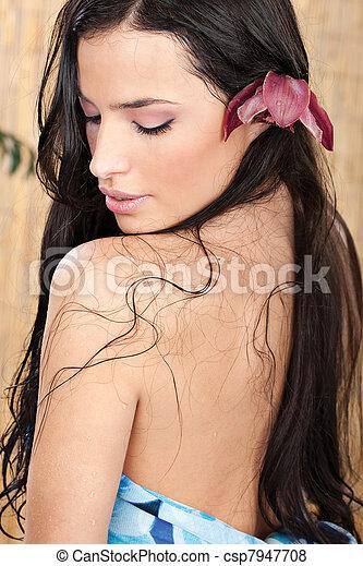 Mujer mojada - csp7947708
