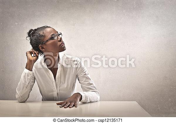 Mujer negra en carreras - csp12135171