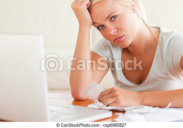 mujer, papeleo, enfatizado - csp6985827