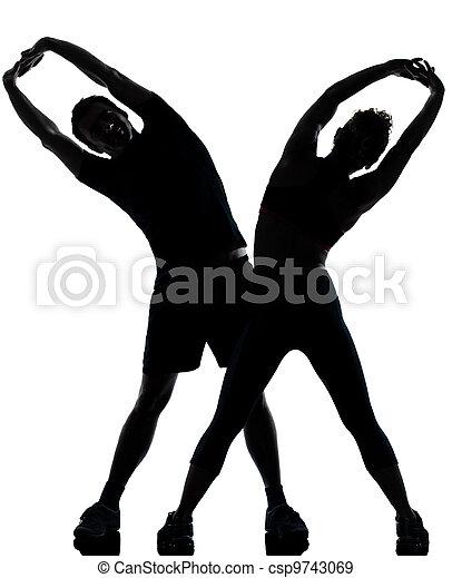 Una mujer de un par de hombres haciendo ejercicio - csp9743069