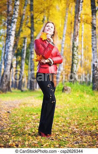 mujer, parque, joven - csp2626344