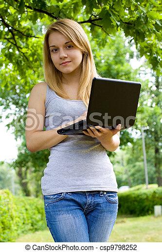 mujer, parque, joven - csp9798252