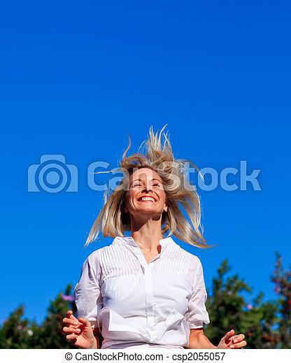 mujer, parque, joven, saltar - csp2055057
