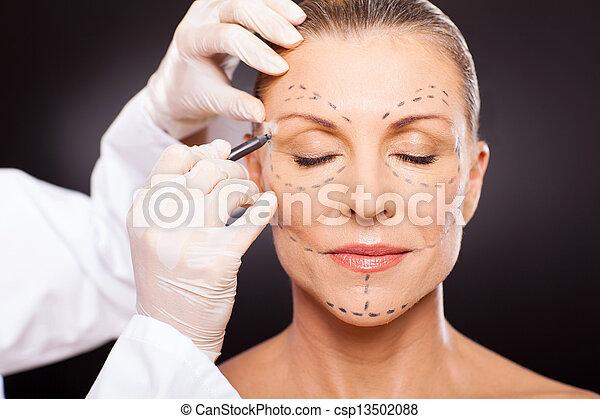 mujer, plástico, medio, preparando, cirugía, viejo - csp13502088