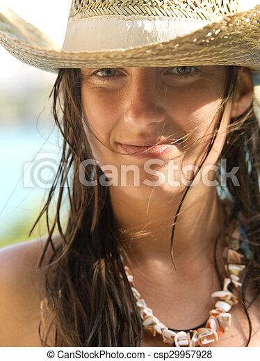Mujer en la playa - csp29957928
