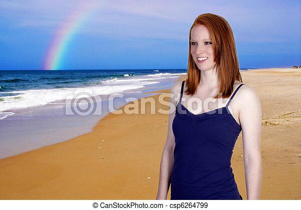 Mujer en la playa - csp6264799