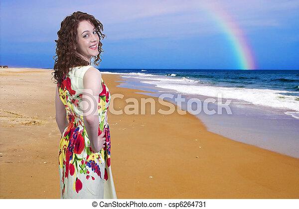 Mujer en la playa - csp6264731