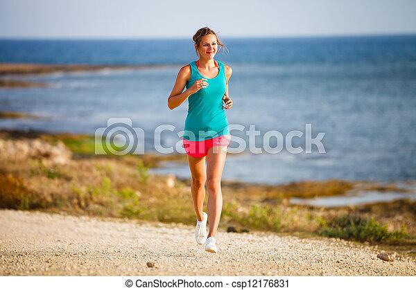 Una joven en su paseo nocturno por la costa - csp12176831