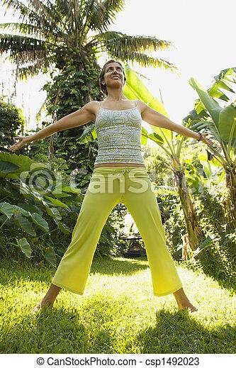 Mujer practicando la aptitud. - csp1492023